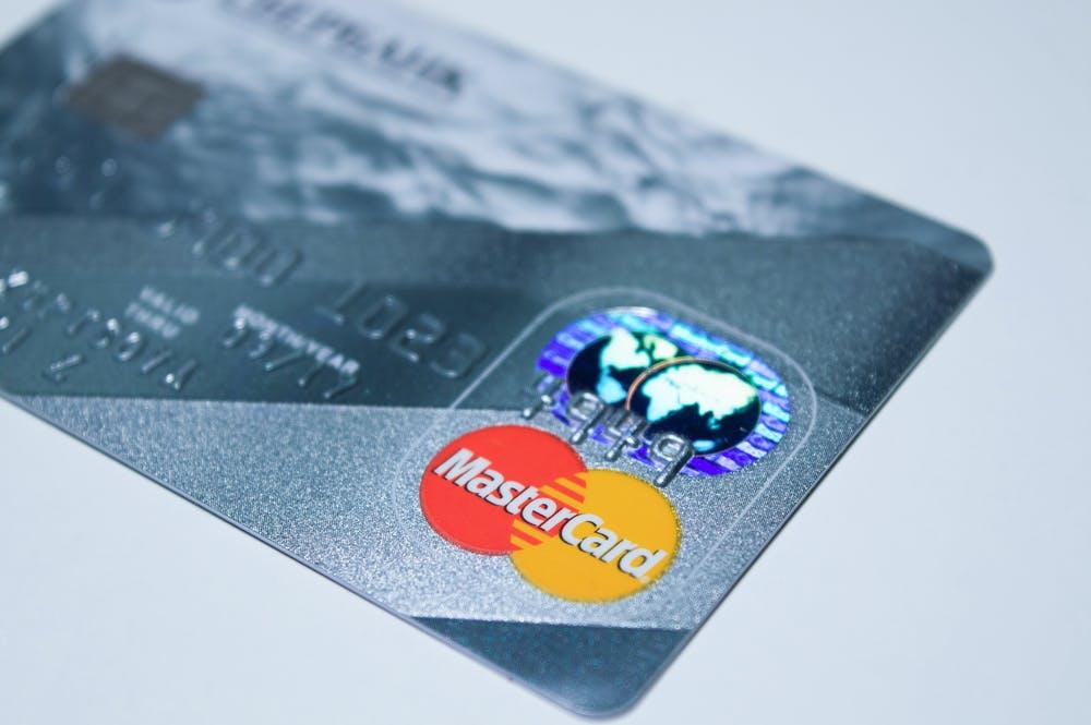 個人再生するとクレジットカードは作れない?使えるカードはある?
