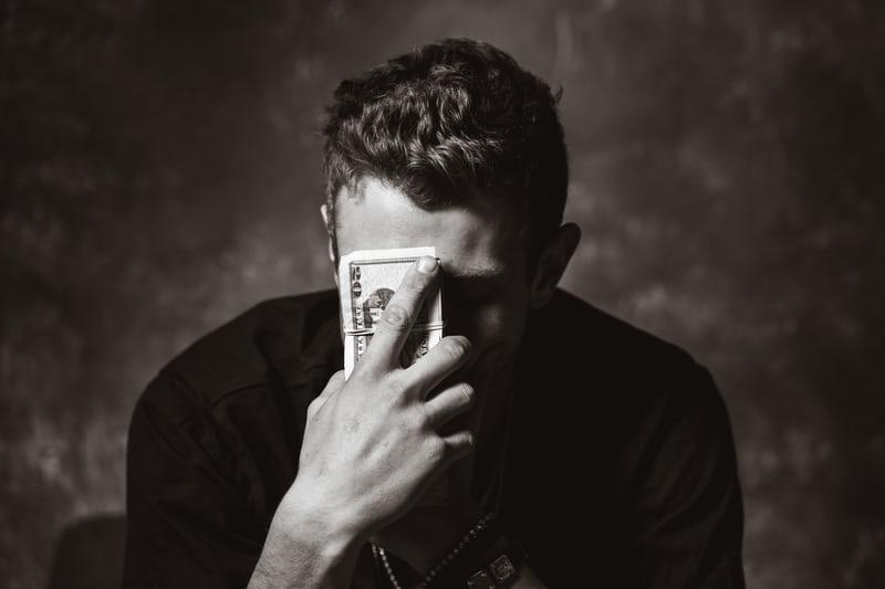 自己破産とは?メリット・方法・タイミングなどわかりやすく解説