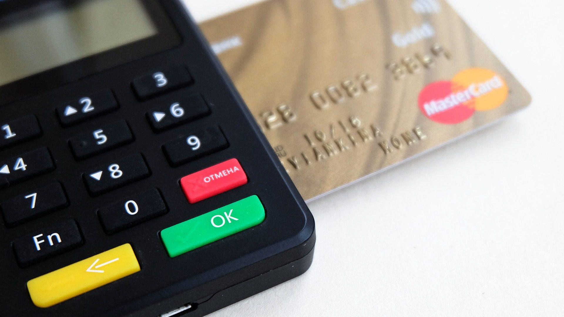 自己破産後もクレジットカードは使える?ブラック期間や注意点も解説