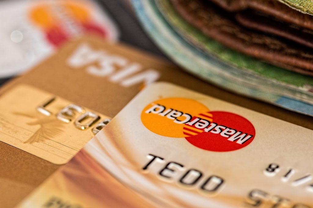 自己破産をするとクレジットカードはどうなる?