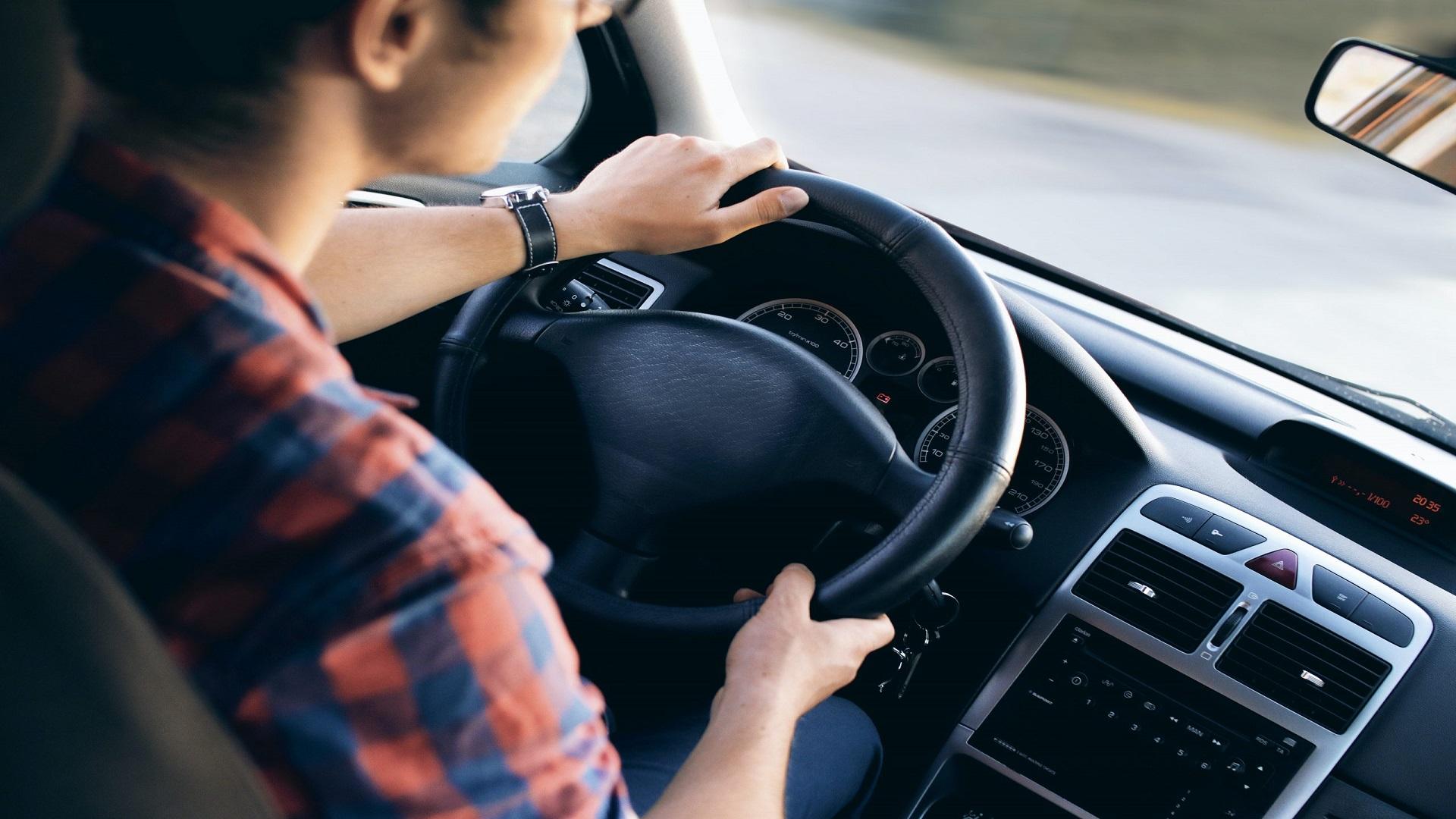 自己破産をすると車はどうなる?手元に残す方法や注意点を解説